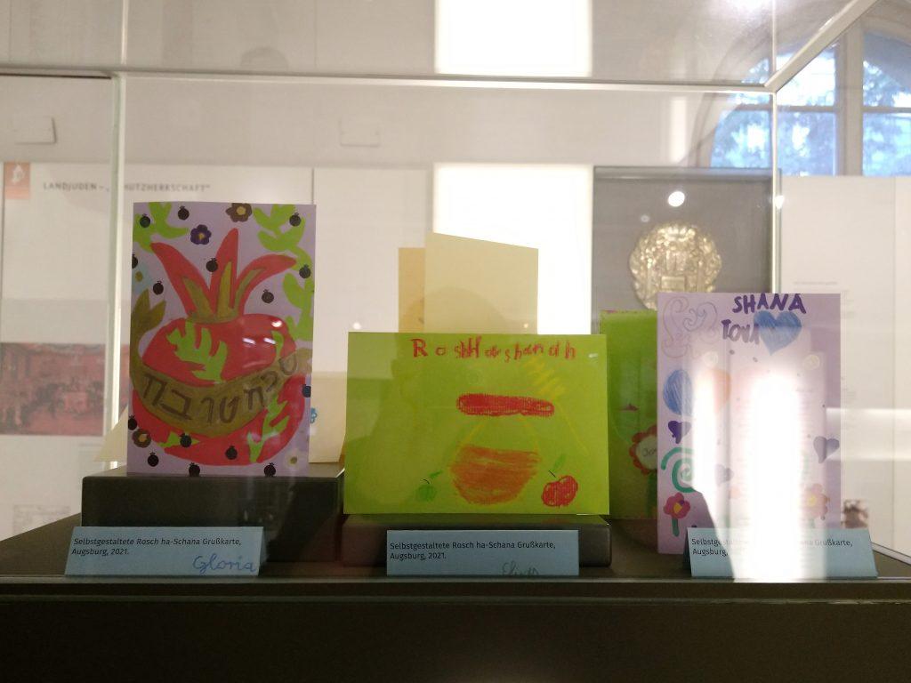 Von Schüler*innen gestaltete Grußkarten zu Rosch ha-Schana